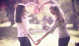 5 Things That You Can Gift Your BFF For Friendships Day