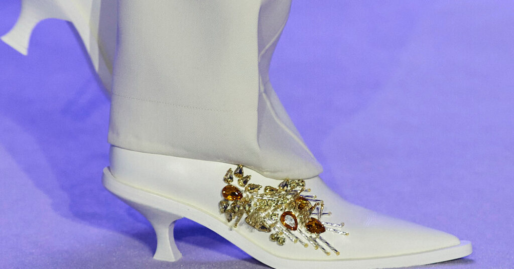 Enter the Shoe Brooch – The New York Times
